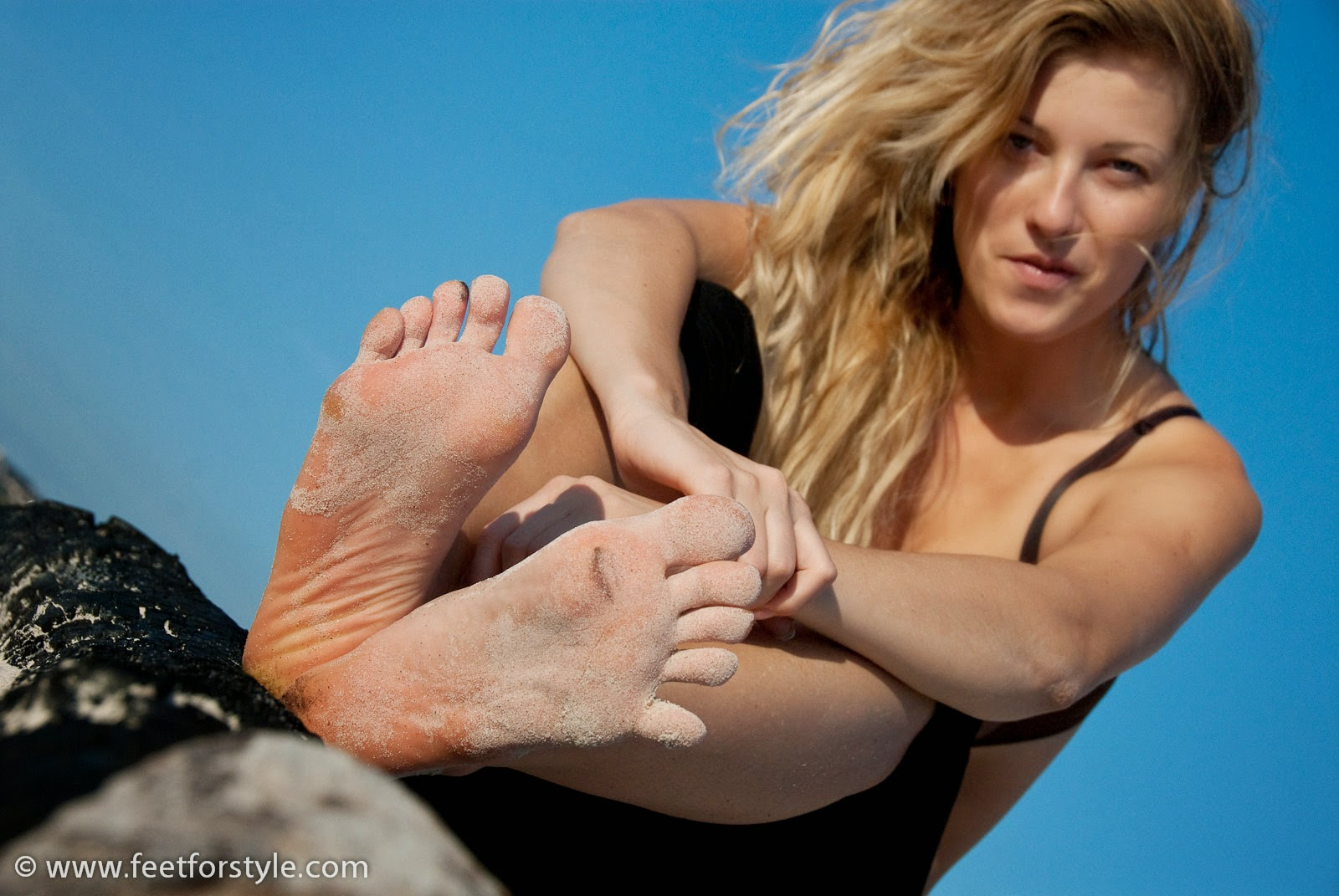 Foot fetish on the beach