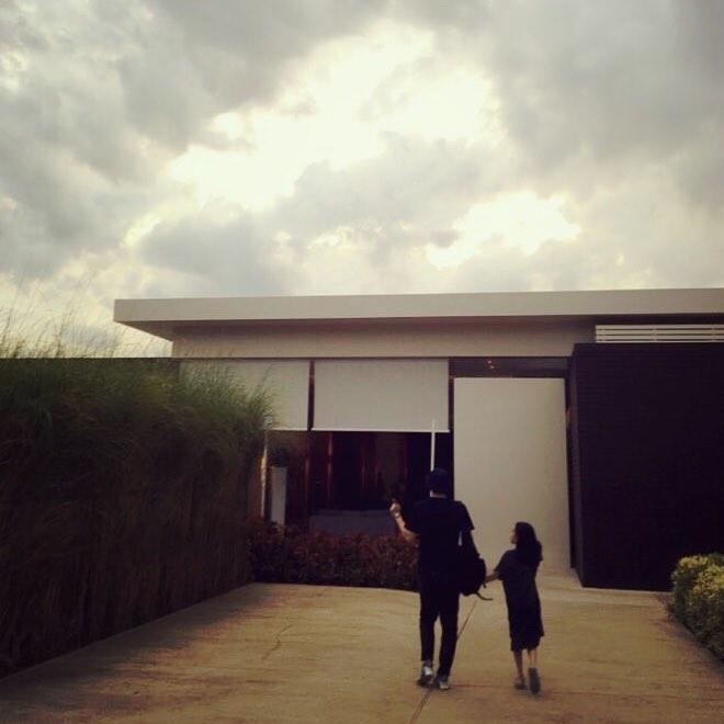 Nghệ sĩ dương cầm Yiruma nghỉ dưỡng cùng gia đình tại Đà Nẵng