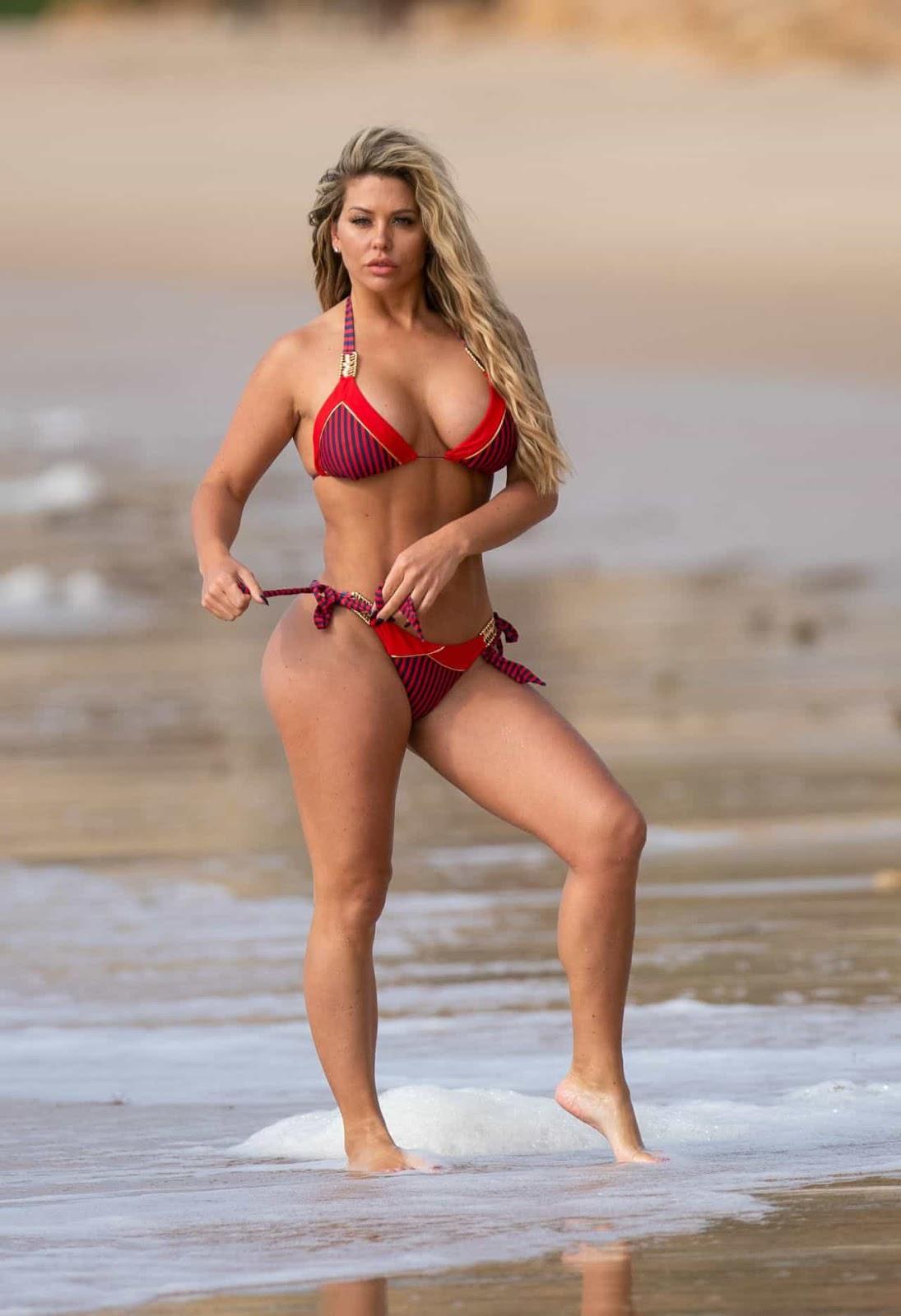Британська модель Бьянка Гаскоань на пляжі в Португалії.