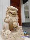 Patung samsi dari batu alam putih
