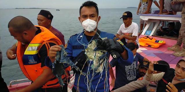TNI AL Kerahkan 7 KRI Cari Pesawat Srwijaya Air SJ-182 Yang Jatuh