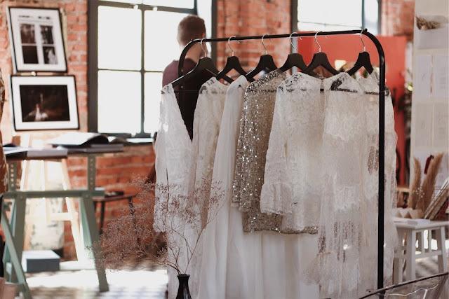 UROCZYSTOŚĆ alternatywne targi ślubne w Warszawie, suknie ślubne,suknie, sukienki,suknie dla druhen, sukienki dla druhen, sukienka na wesele, biel styl, druhny, panna młoda,stylizacja ślubna