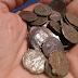 Ιερέας σε βουλευτή του ΣΥΡΙΖΑ στη Χίο: «Πάρε τα 30 αργύρια που πούλησες την Μακεδονία» – Του πέταξε κέρματα