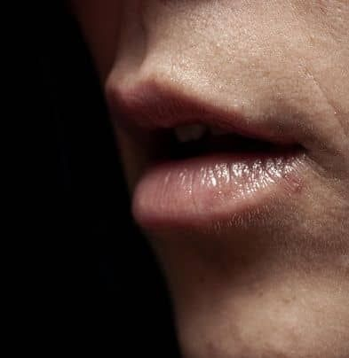 Drinking too much tea may make your lips dark and black.