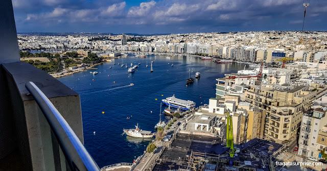 A Enseada de Sliema (Marsamxett Harbour) vista doo 19º andar do Seafront Tower Suites, em Malta