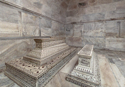 The actual tombs of Mumtaz Mahal and Shah Jahan in the lower level, heritageofindia, Indian Heritage, World Heritage Sites in India, Heritage of India, Heritage India