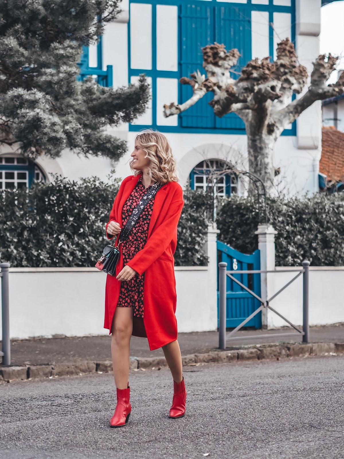como combinar un abrigo rojo