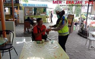 Ops Candi 2021 Satlantas Polrestabes Semarang Bagi Masker Takjil di Rest Area KM 424 Semarang