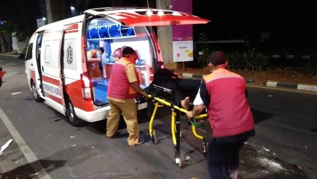 Balasan yang Diberikan Ambulans DKI Setelah Difitnah Batu Hingga Ditembaki Polisi