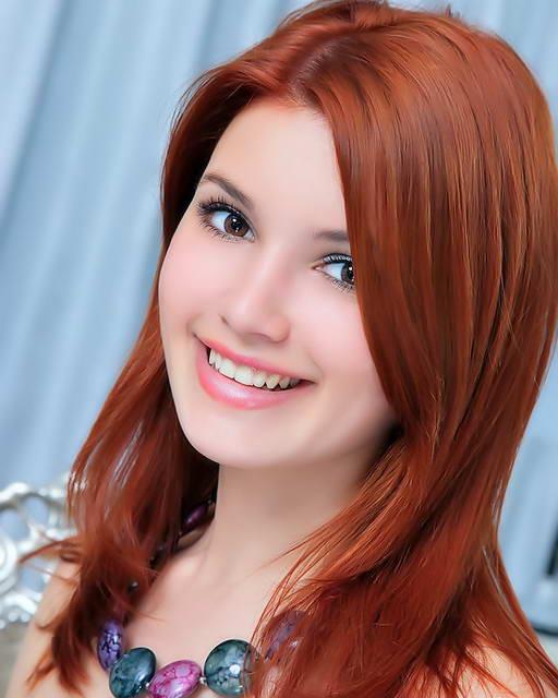 Galeri Foto Model dengan rambut Merah 1