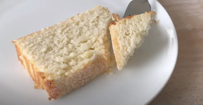 Keto Yogurt Almond Cake
