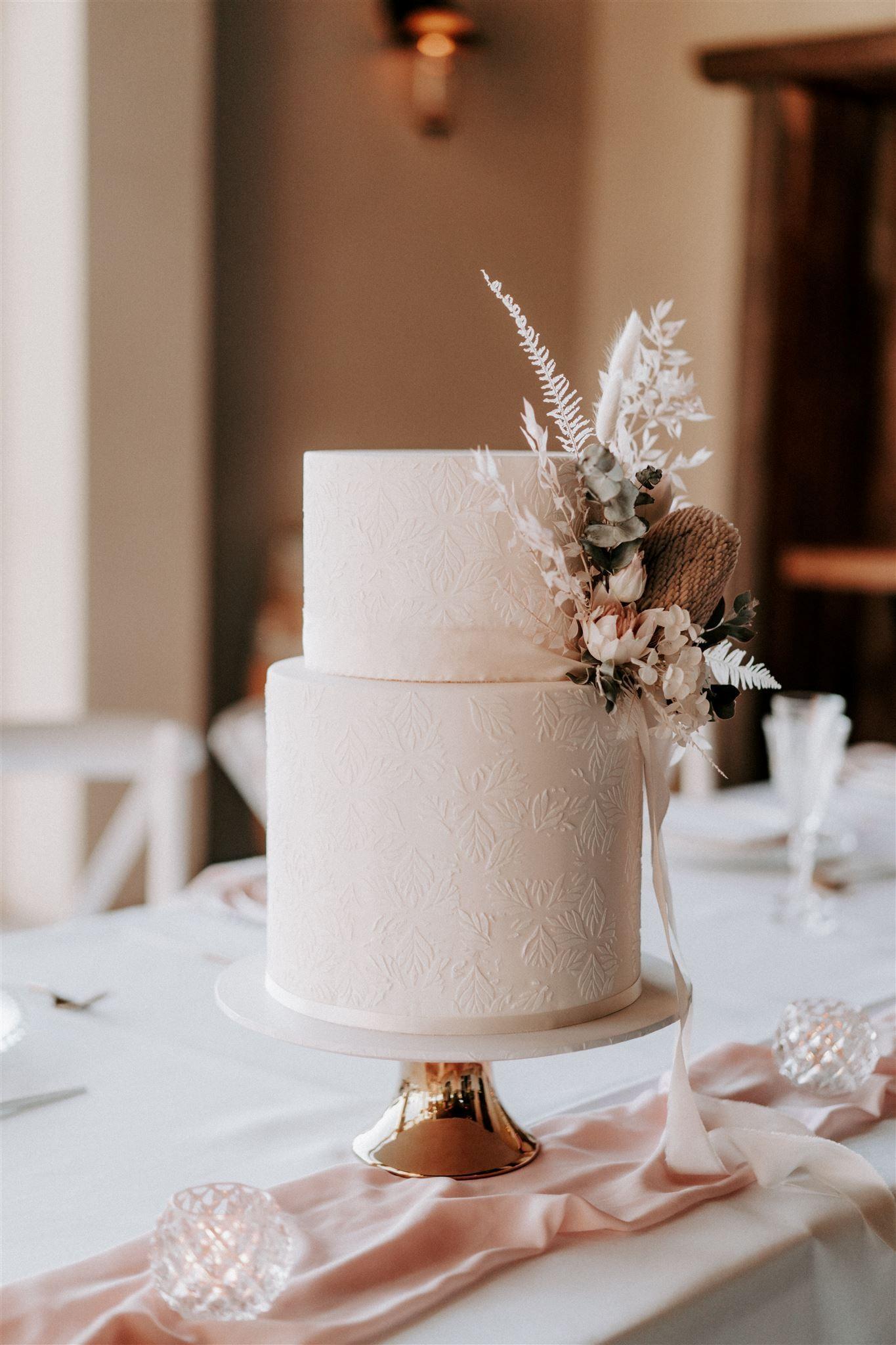 luke middlemiss photography sunshine coast wedding cakes