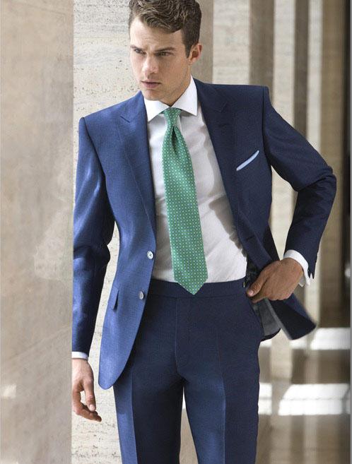 ideas para llevar traje azul de hombre