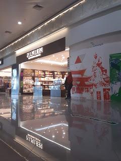 Tren Buku Novel Periplus Airport Internasional 2020