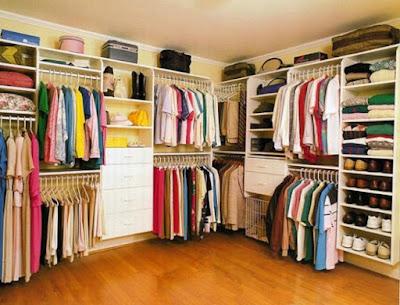 menata lemari pakaian