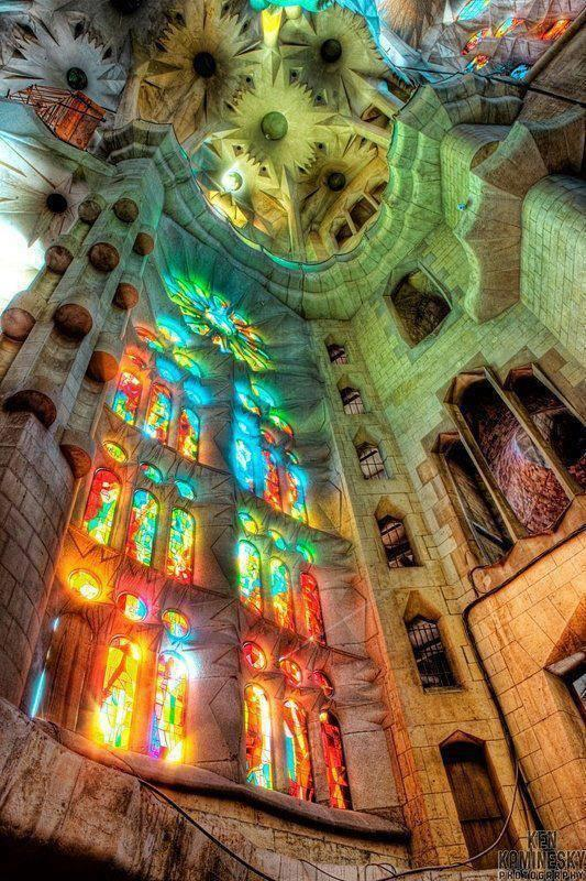 Sagrada Família, Cathedral in Barcelona, Spain, designed by the brilliant and visionary Catalan architect Antoni Gaudí - BlogFanArt