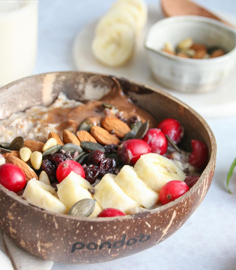 Mohn Porridge mit Cranberries