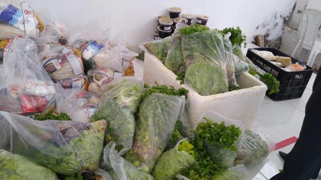 Famílias beneficiadas pelo CRAS Capitão Manoel Gomes em Patos recebem cestas básicas e kit de alimentos