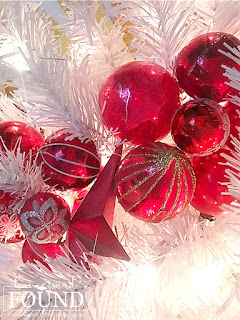 Christmas,Christmas Decor,Christmas Decor Themes,Christmas tree,color,color palettes,colorful home,decorating,diy decorating,DIY,holiday,seasonal,winter,ornaments,colorful Christmas,colorful Christmas decor, roygbiv,color gradient,rainbow aesthetic,decorating with color,merry and bright Christmas decor,garlands on Christmas trees,tree garlands,DIsneyland Christmas tree ornaments,Disney,rainbow swirl Christmas tree decor