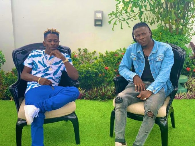 Shatta Wale smokes peace pipe with Stonebwoy after VGMA brawl