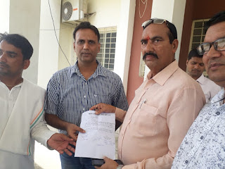 सोशल मीडिया पर ब्राह्मण व क्षत्रिय समाज को अपशब्द कहने वाले युवक के खिलाफ पुलिस अधीक्षक को सौंपा ज्ञापन।