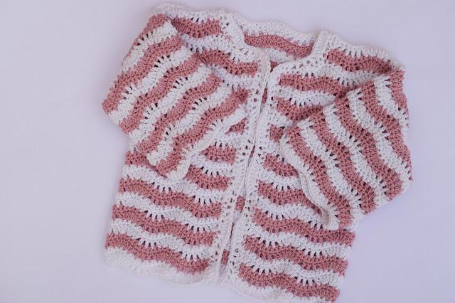 5 - Crochet Imagen Chaqueta para niña en zig zag a crochet y ganchillo linda por Majovel Crochet