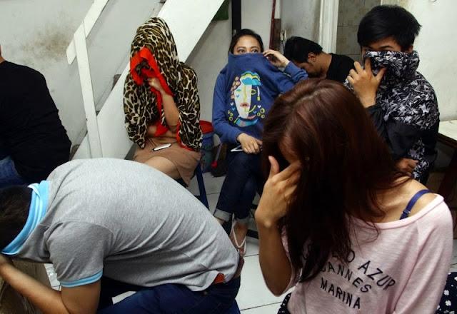 Polisi Menggerebek Salon Yang Berkedok Prostitusi Di Pasar Minggu Jaksel !