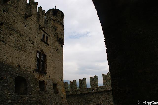 L'imponente facciata del castello di Fenis