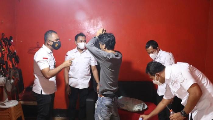Gerebek Markas Ormas Pemuda Pancasila, Polisi Temukan Alat Isap Sabu dan Ratusan Botol Miras