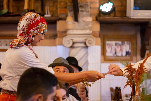 Performer Cigana de Humor e Circo Produtora é uma das atrações criativas para contratar e surpreender os convidados do seu evento corporativo.