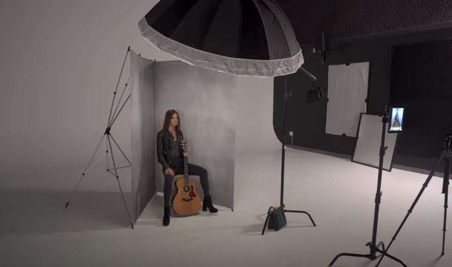 How to Create a Corner Portrait Photography Setup with Just 1 Light