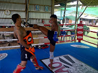 buakaw kicking