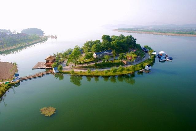 ทะเลสาบผิงเทียน (Pingtian Lake)