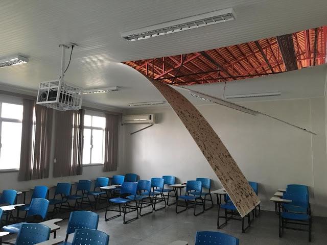 Vendaval destrói parte do telhado e forro do Ifac no interior do AC; aulas da tarde foram suspensas