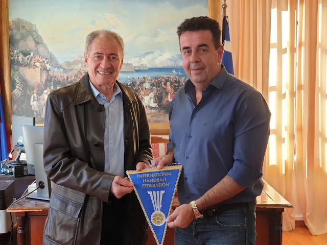 Επίσκεψη αντιπροσωπίας της Παγκόσμιας Ομοσπονδίας Χάντμπολ στον Δήμαρχο Ναυπλιέων Δημήτρη Κωστούρο
