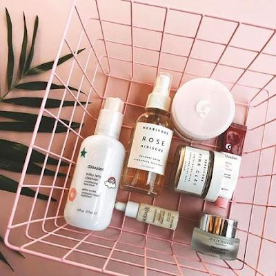 5-produk-skincare-untuk-mengatasi-kulit-berjerawat-selama-di-rumah-aja