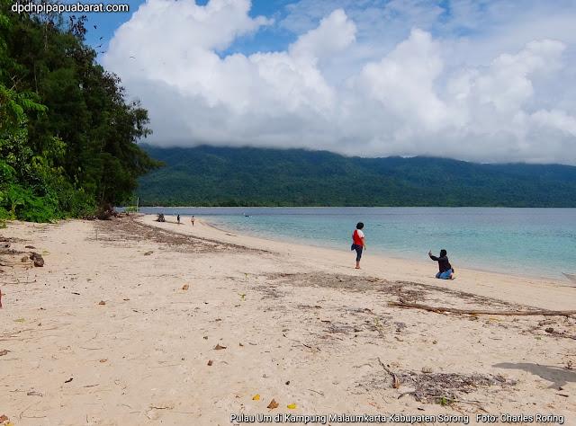 Wisata bahari ke kampung Malaumkarta