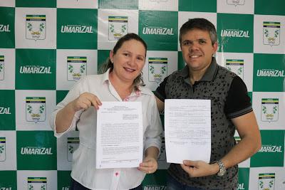 Prefeita Elijane Paiva E Secretário Bruno Bezerra Assinam Contrato Para Aquisição De Dois Ônibus Escolares
