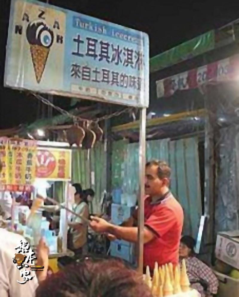 台中逢甲夜市小吃美食|天香滷味|免剝殼烤蝦|魚要醬吃|土耳其冰淇淋|孔鹽水雞|大腸包小腸