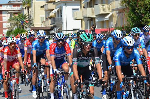 carbon road bike rental lido di camaiore forte dei marmi viareggio versilia cycling tuscany italy