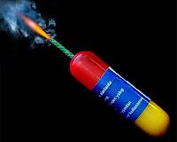 Fitili yanan ve patlamak üzere olan bir torpil