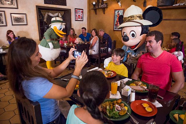 10 jantares com personagens Disney e Universal em Orlando