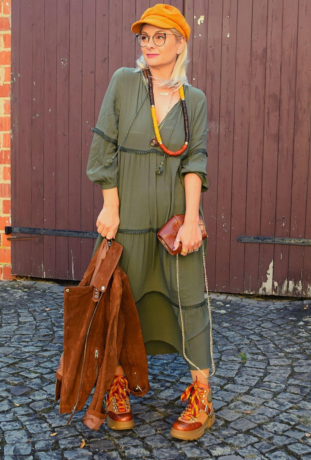 Herbstkleid-Khaki-Outfit
