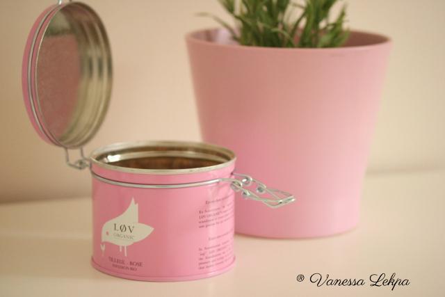 boite en métal lov organic rose infusion de tilleul lavande bienfait pour la peau , vanessa lekpa