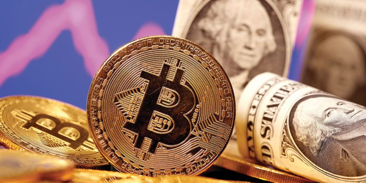 """American investment company: """"Bitcoin"""" may collapse to reach 10 thousand dollars"""