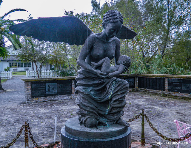 Monumento na Whitney Plantation lembra as crianças escravizadas na fazenda