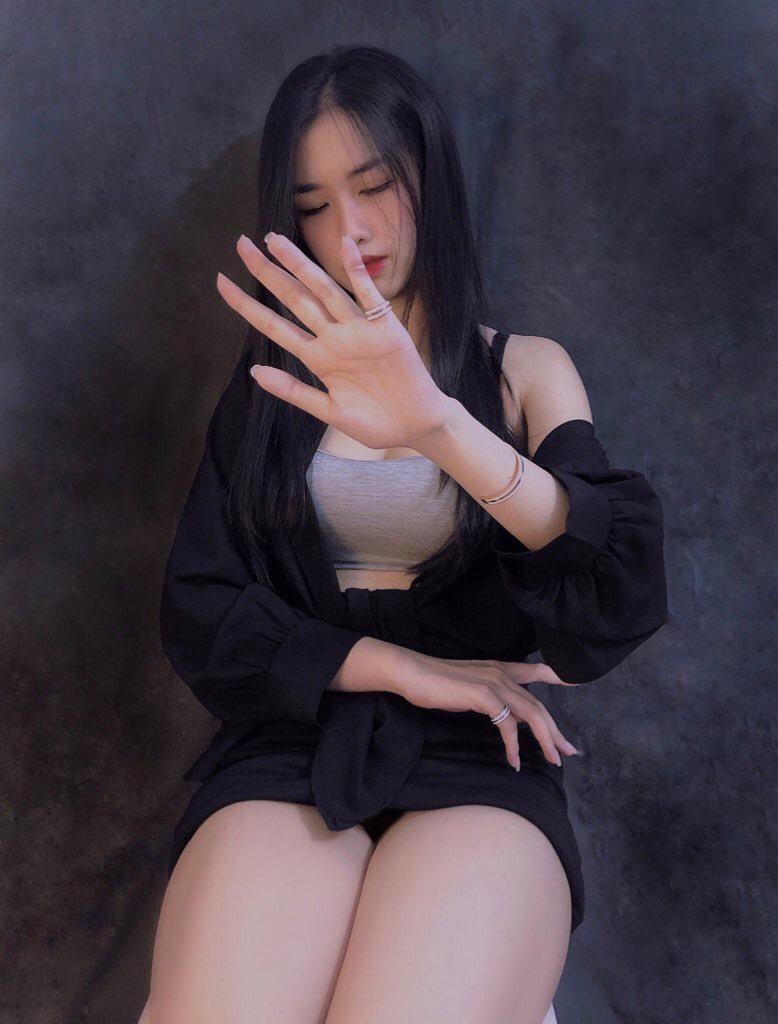 Bỏng mắt với thân hình sexy, quyến rũ của cô nàng 9x KieuTrinhMinn (P1)