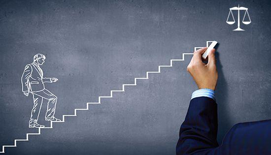 الأسباب التي تساعد المحامي على النجاح