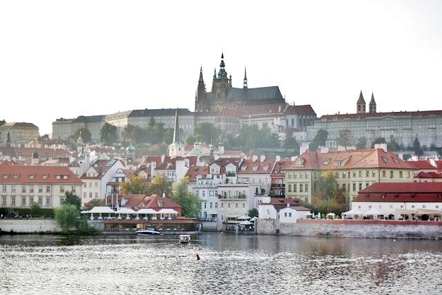 DELUXSHIONIST TRIP TO PRAGUE CZECH REPUBLIC