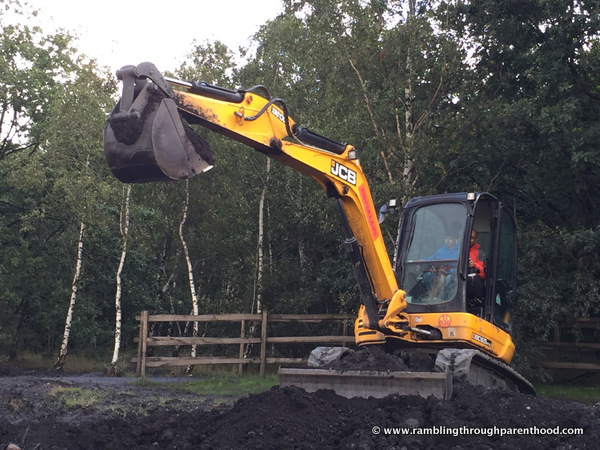 Giant JCB digger at Diggerland